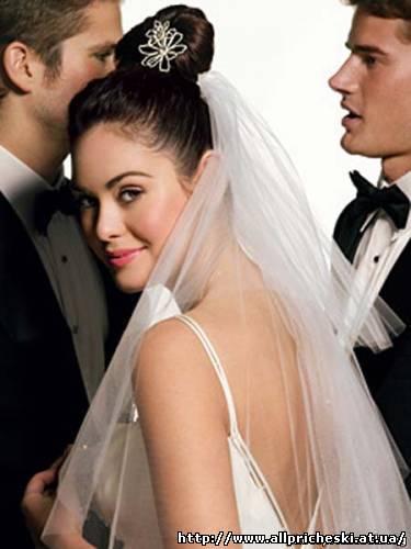 С фатой простые свадебные прически с